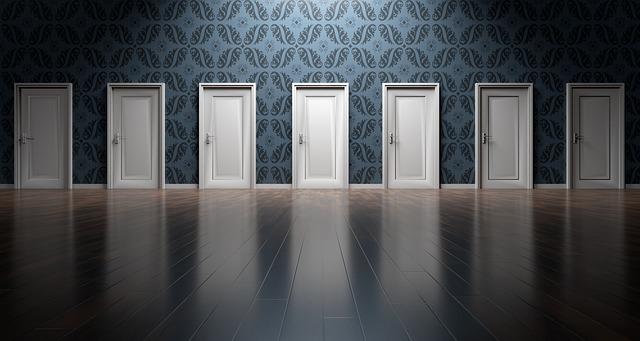 1112のエンジェルナンバーの恋愛の意味は「恋の扉を開けてみて」